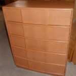 792 5 drawer chest in original very good/excellent Champagne