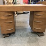 46 x 21 x 30 older version kneehole desk
