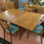 M949 Harmonic table (with 2 leaves) and 4 + 2 Dogbones. Non-original fabric is in usable condition. Table has some marks/scratches, condition good/very good. Factory Westwood finish